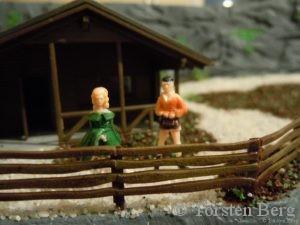 Die ersten Besucher geniessen schon die wunderschöne Aussicht auf Waldesruh.