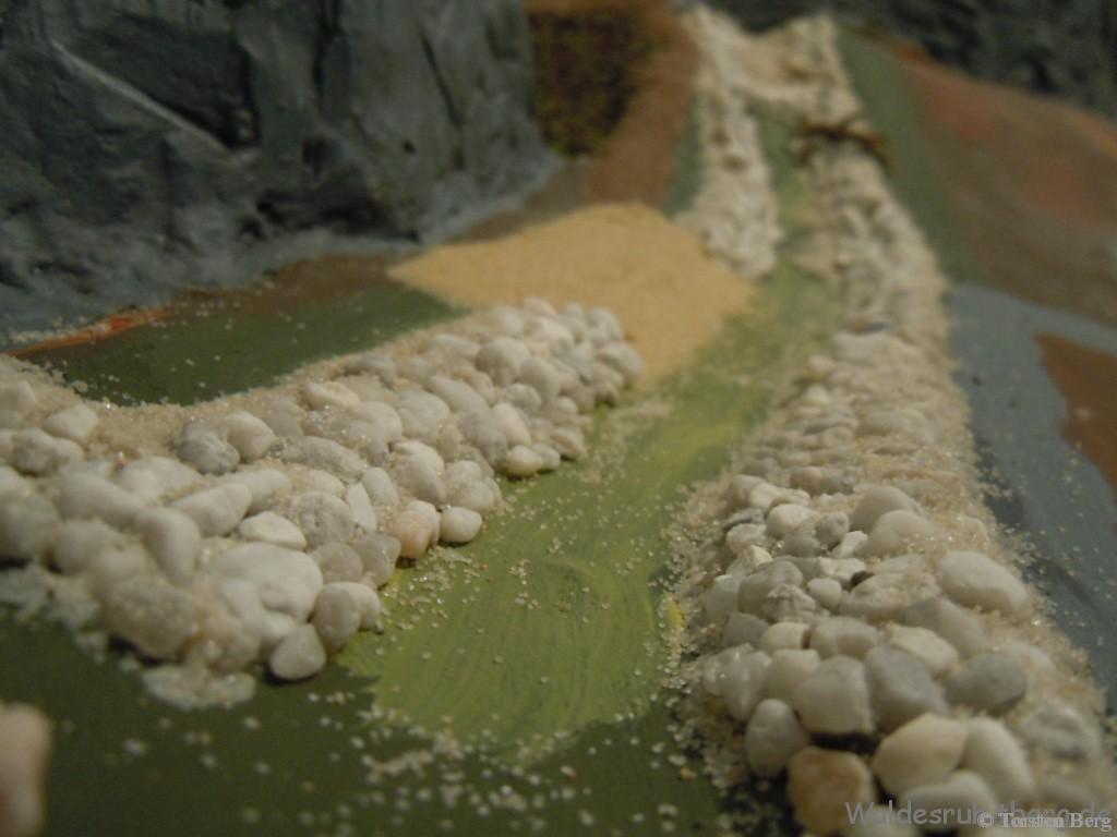 Mühlenbach in Waldesruh - die Uferböschung wird bearbeitet