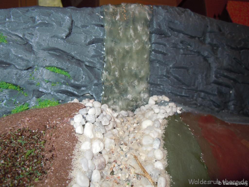 Hirschkopf-Wasserfall in Waldesruh überarbeitet