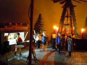 """""""Für Weihnachten in Waldesruh war bereits das erste Adventswochenende ein großer Erfolg!"""" konnte Fräulein Krause gestern Abend stolz gegenüber dem Waldesruher Tagesboten verkünden."""