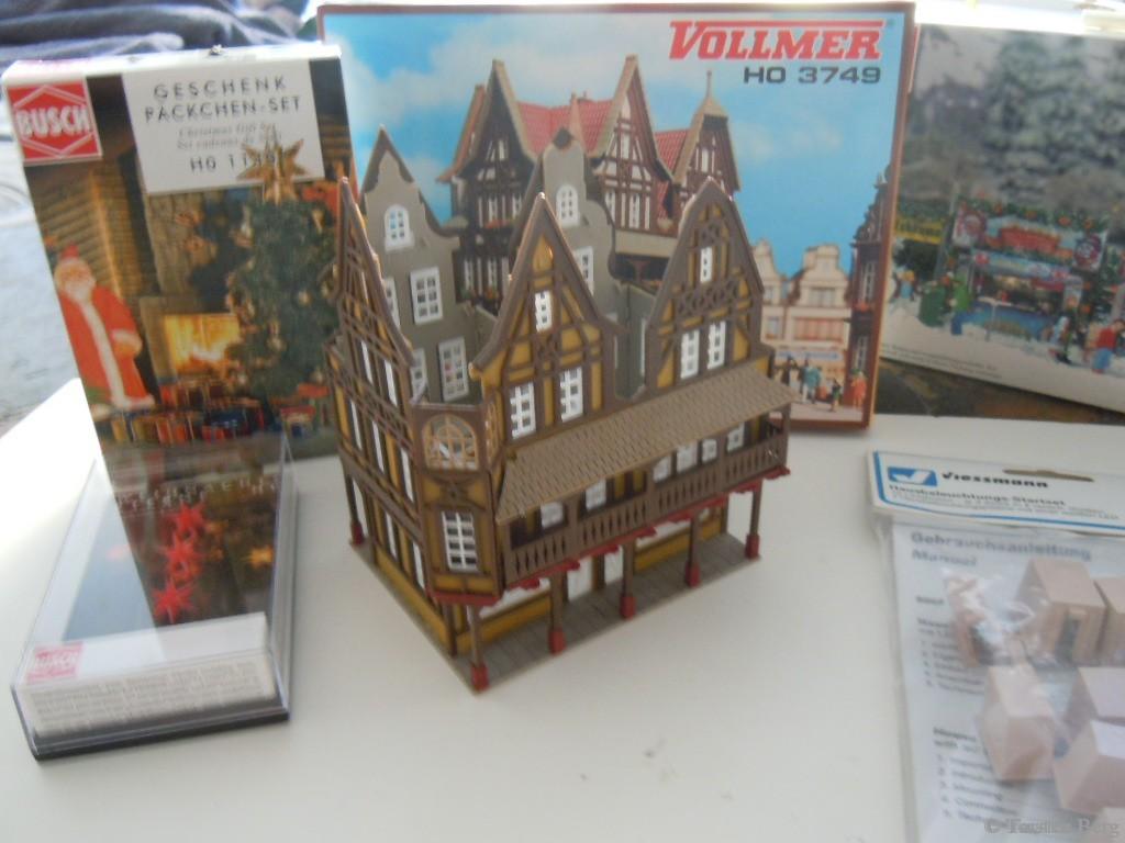 Die Spielzeugwarenmanufaktur Waldesruh entsteht - Modell 3749 Zunfthaus von Vollmer