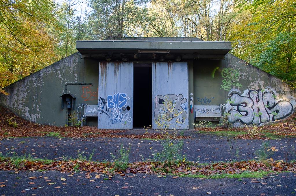 Muna Dünsen - ein Munitionslagerbunker mit Schiebetoren aus dem Kalten Krieg