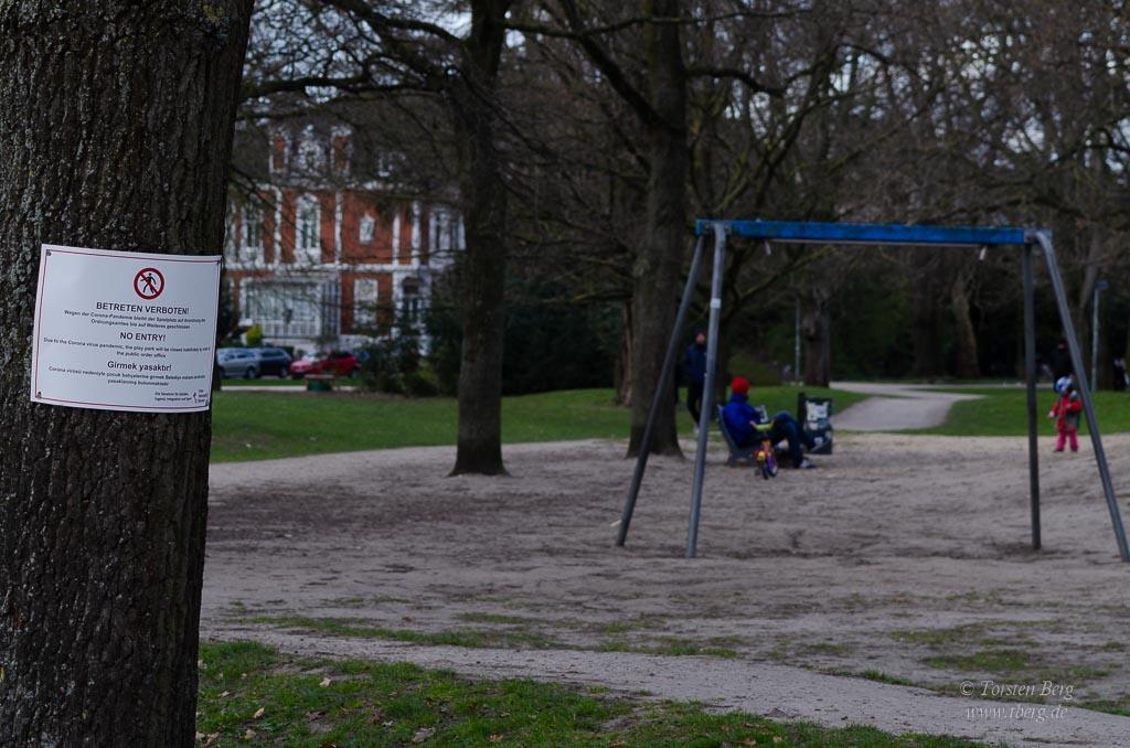 Gedanken im April - Altag in Coronazeiten - für viele Menschen gar nicht so einfach. Foto: gesperrter Spielplatz in Bremen