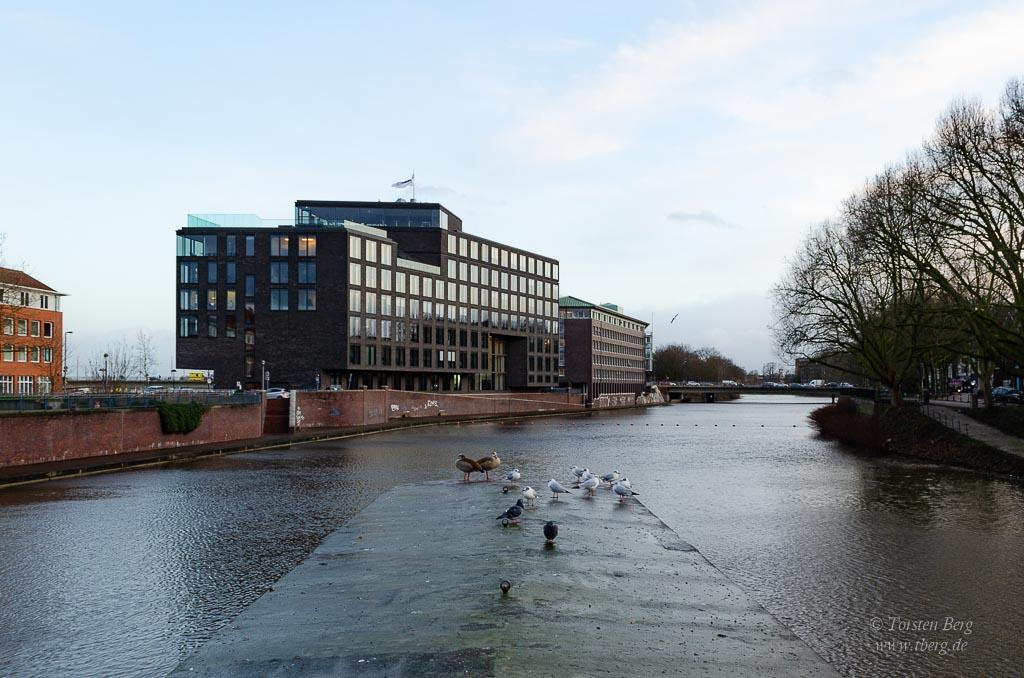 Hier am Teerhof mündet die Kleine Weser in die Weser - mitten in der Stadt - Foto vom Hochwasser am 10.02.2020