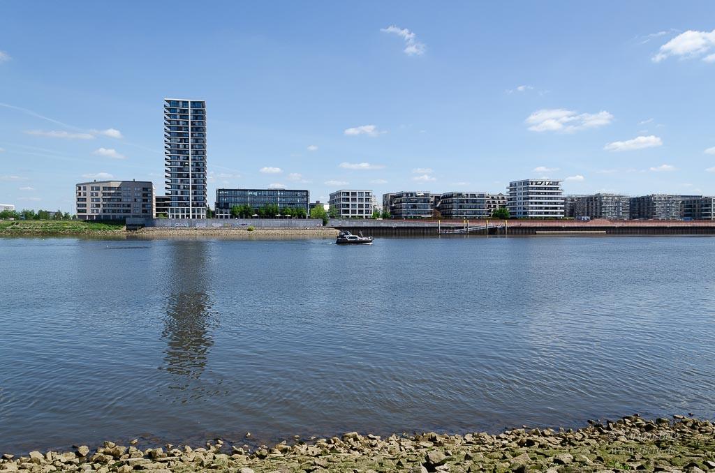 Fahrradtour Tidebiotop in Niedervieland - Blick zur Überseestadt