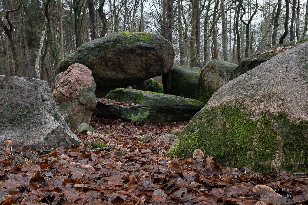 Großsteingrab Mühlensteine an der Straße der Megalithkultur