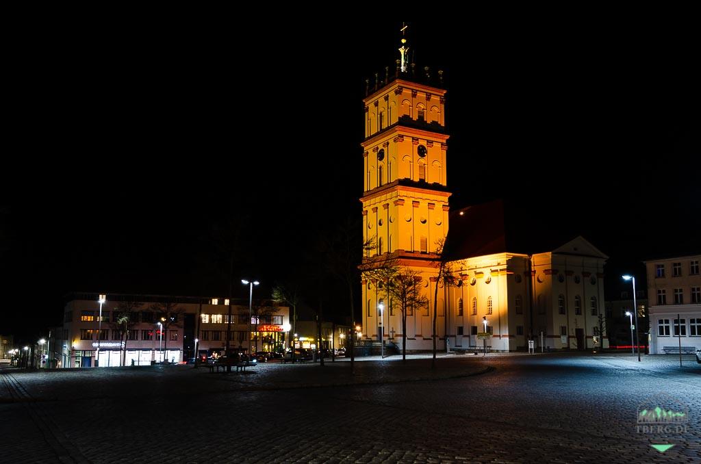 Residenzstadt Neustrelitz - die Stadtkirche am Markt bei Nacht