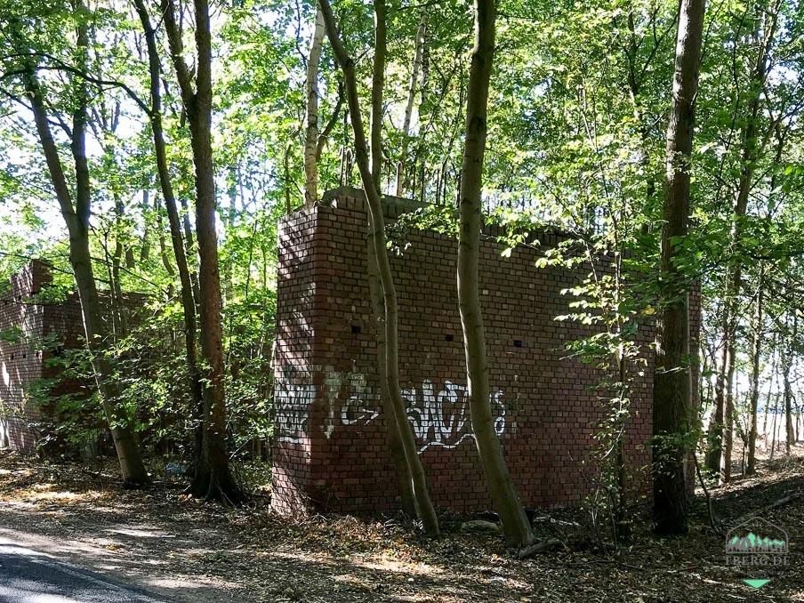 lost place - eine alte Autobahnbrücke bei Hagenow - gemauerter Mittelpfeiler